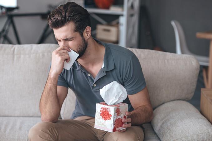 O răceală comună ar inhiba coronavirusului, au aflat cercetătorii englezi. Care este explicația