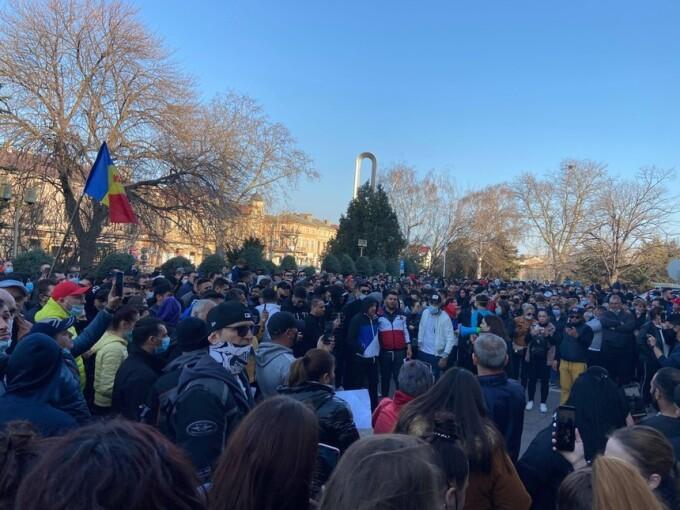 Câte amenzi s-au dat la protestul cu sute de oameni de la Constanța împotriva restricțiilor