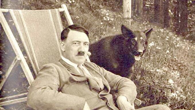 Hitler cu un caine