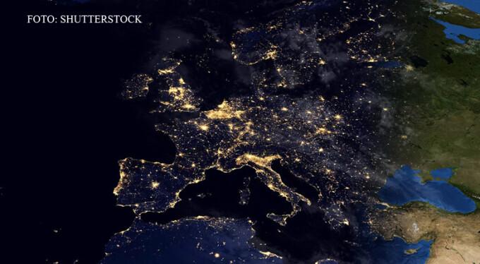 Europa vazuta noaptea lumini orase