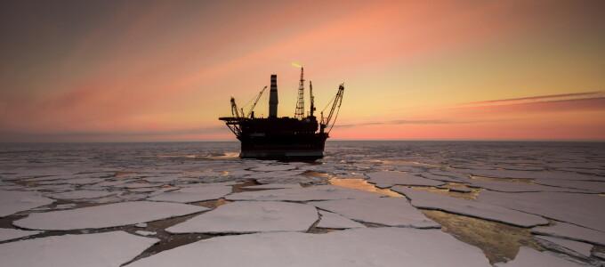 Platforma petroliera ruseasca Prirazlomnaya, in Marea Pechora, prima rezistenta la gheata din Arctic