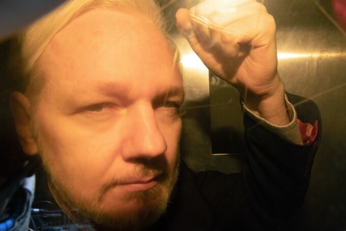 Julian Assange la tribunal
