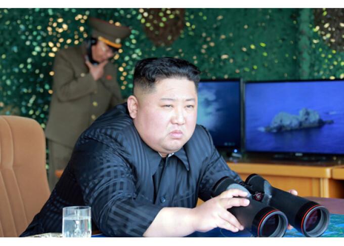 Kim Jong-un supervizează testele nord-coreene cu rachete şi alte tipuri de arme - 7