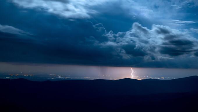 furtuna cu descarcari electrice