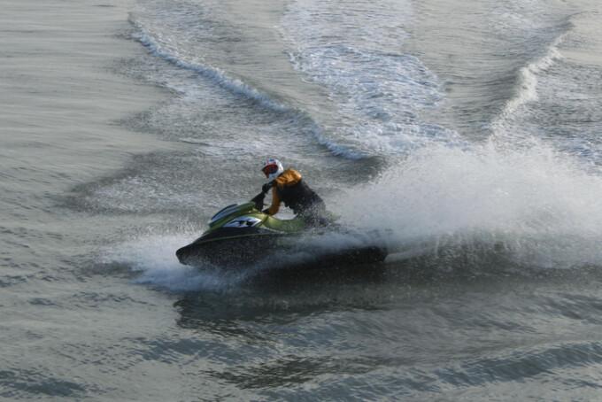 turist pe skijet