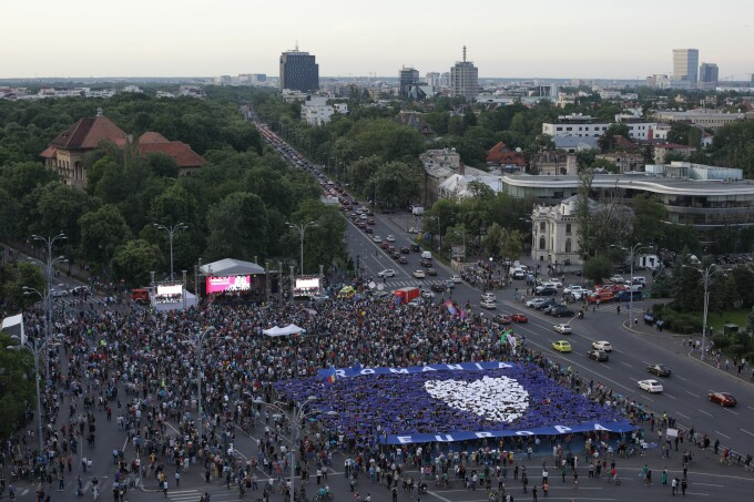 """Manifestație """"Toți pentru Europa"""" în Piața Victoriei"""