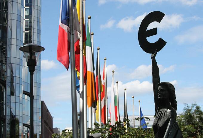 Parlamentul European, euro