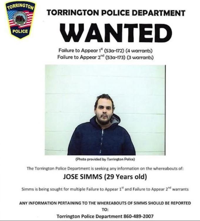 Jose Simms, cautat de politie