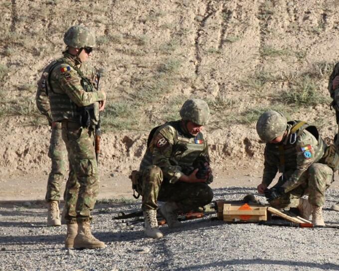 militari romani in Afganistan