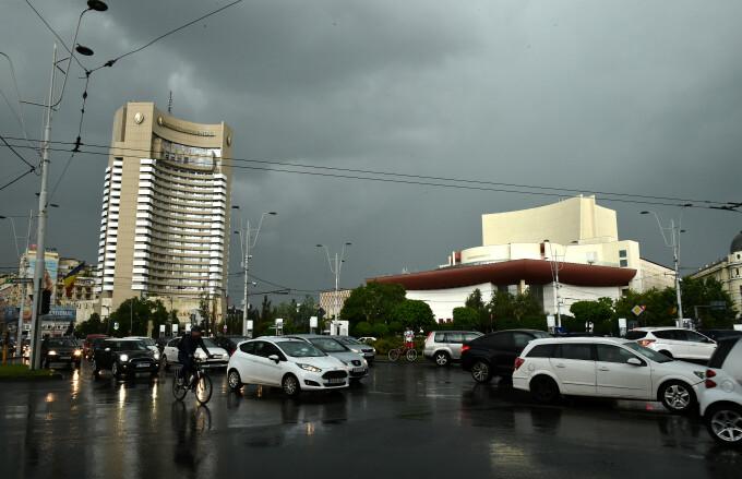 Atenționare meteo în Capitală. Vor fi ploi torențiale și temperaturi de până la 30 de grade