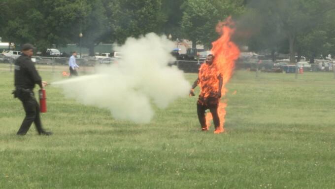 Momentul în care un bărbat și-a dat foc în apropiere de Casa Albă - 2