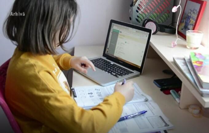 Cele 250.000 de tablete vor ajunge la elevi la începutul anului școlar viitor
