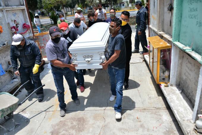 Zeci de persoane au murit după ce au participat la o înmormântare. Ce s-a întâmplat