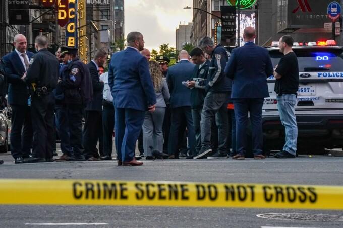 Focuri de armă în New York. Trei persoane au fost rănite, inclusiv un copil de patru ani