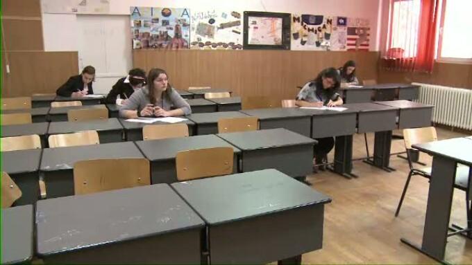 elevi la examenul de bac