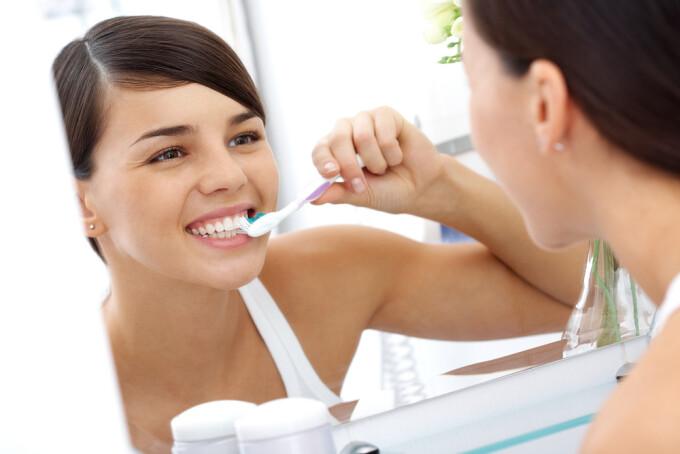 femeie dinti
