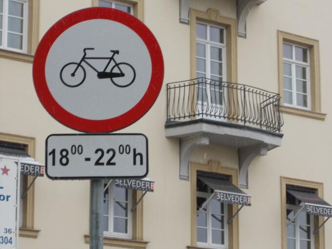 acces interzis biciclisti