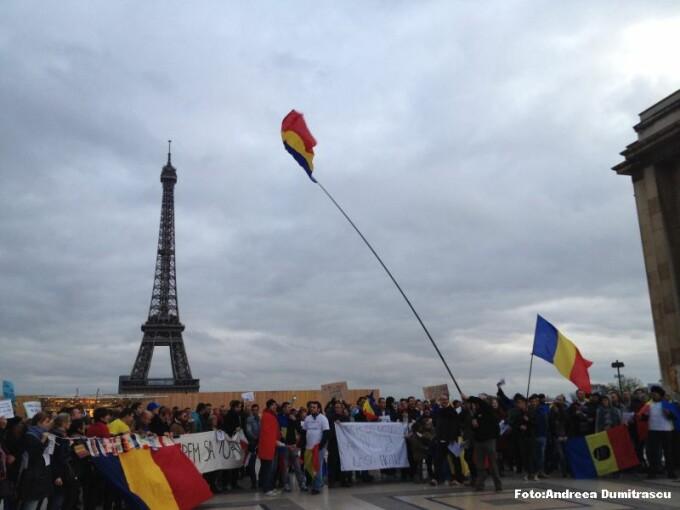 YES LA VOT  Sute de romani au protestat la Paris: