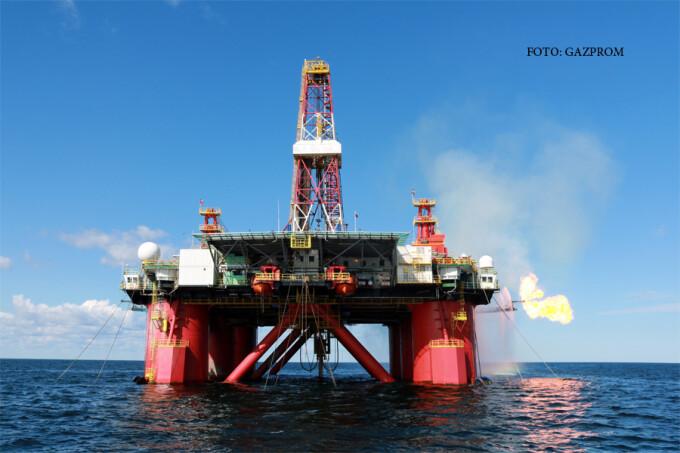 platforma gazprom in Marea Ohotk