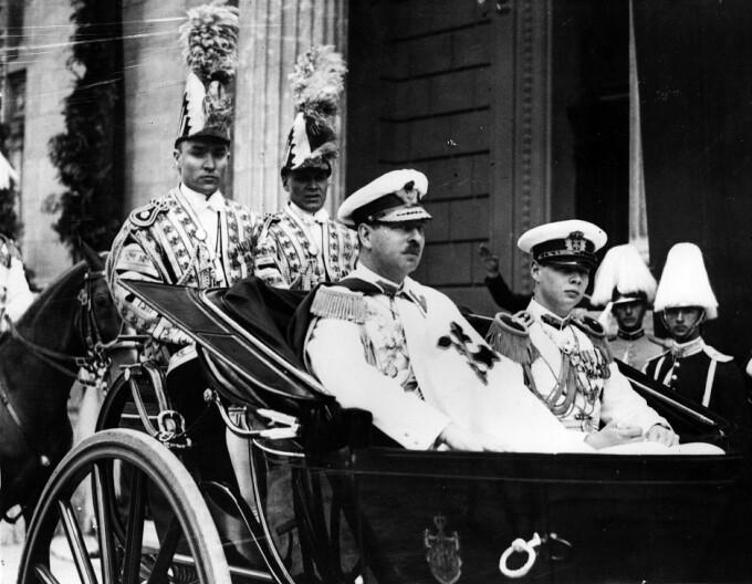 Regele Carol al II-lea şi Voievodul Mihai în trăsură
