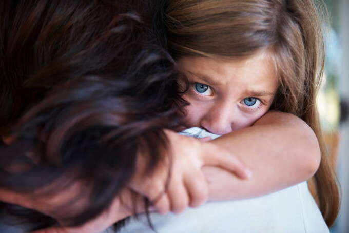 fetiță, fetiță agresată