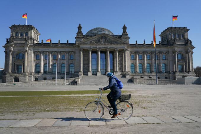 Record infectări noi cu Covid-19 şi în Germania