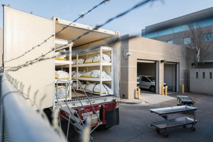 Deținuți din El Paso, Texas, chemați să transporte saci cu pacienți morți de Covid - 2