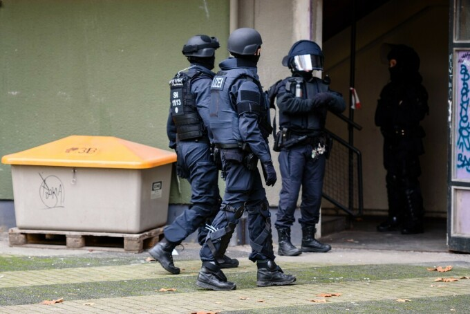 Trei suspecţi, arestaţi în cazul furtului unor bijuterii de la Muzeul Comorilor din Dresda - 4