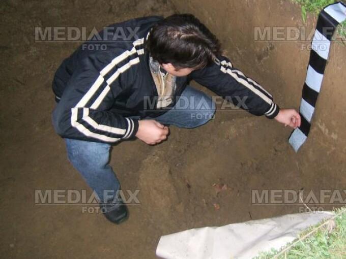 Cautatorii de comori au aruncat lopata si au trecut la excavatoare
