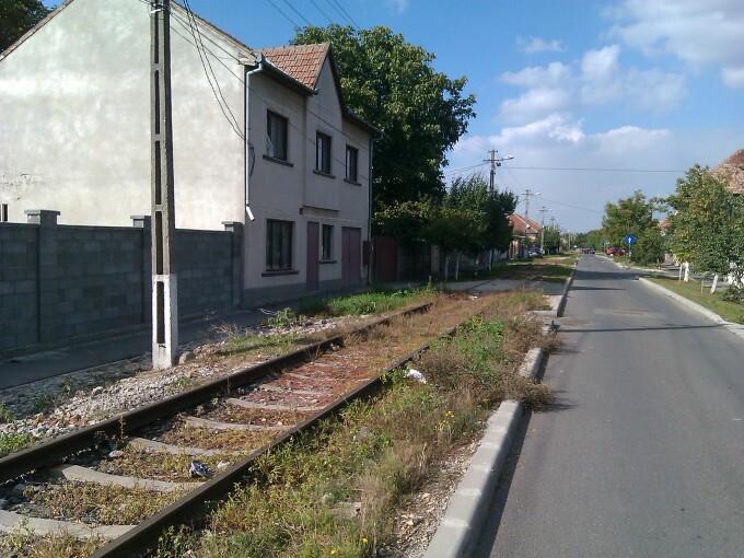 cale ferata in fata casei