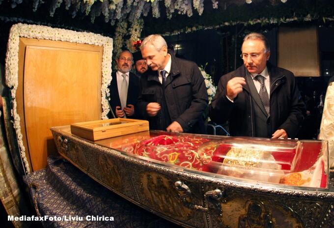 Liviu Dragnea la moastele Sfintei Parascheva