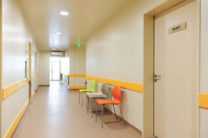 Compartimentul de pretratransplant de la Spitalul Universitar de Urgenta Bucuresti permite tratarea pacientilor in conditii decente datorita unei investitii de 200.000 EURO, facute de Asociatia Daruieste Viata cu sprijinul sponsorului Maxbet Romania.