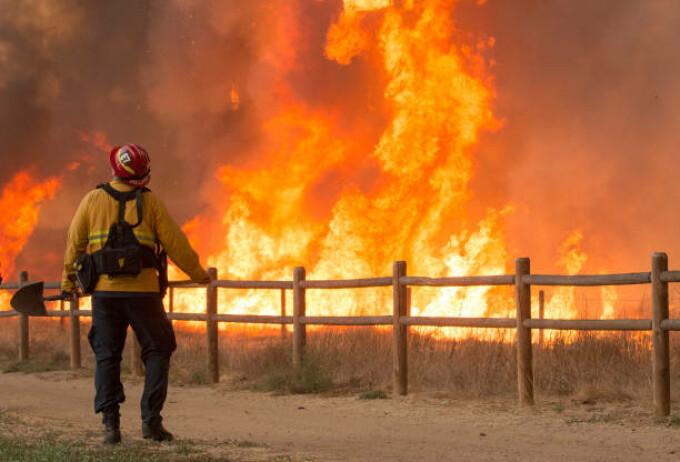 Incendiu de vegetație în California