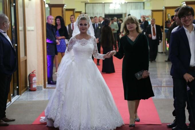 Traian Băsescu şi Elena Udrea Invitaţi La Nunta Primarului Din
