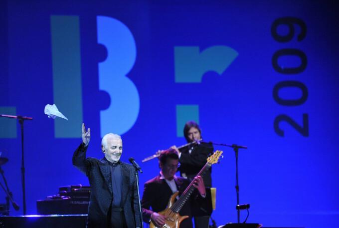 Marele artist Charles Aznavour a murit la vârsta de 94 de ani