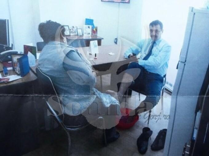 Fotografie controversata cu un director din cadrul Primăriei Targu Jiu