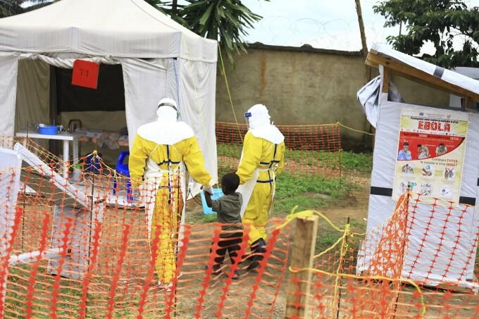 copil suferind de Ebola