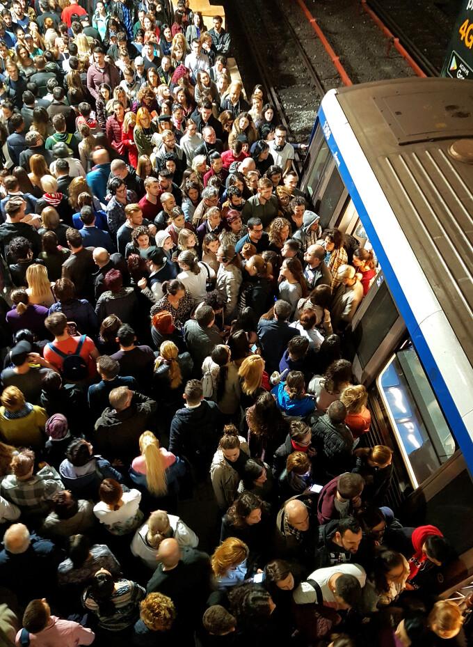 Aglomerație la metrou miercuri