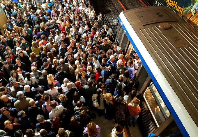 Aglomerație în stația de metrou Piața Victoriei din cauza unei defecțiuni