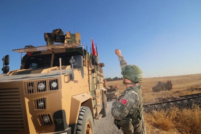Turcia concentrează trupe la graniţa cu Siria