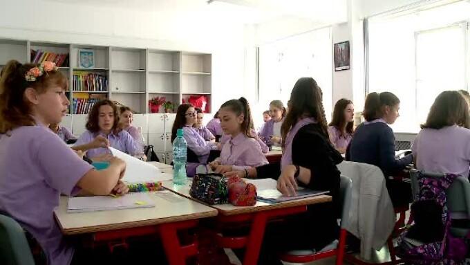 elevi scoala clasa