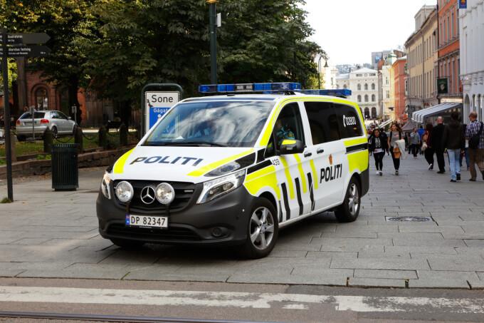 Panică pe străzile din Oslo. Un bărbat înarmat a furat o ambulanţă și a lovit trecătorii