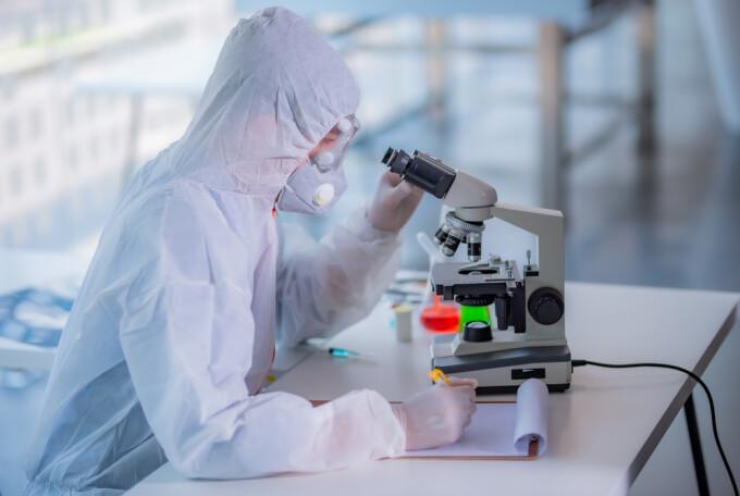 cercetatori covid vaccin