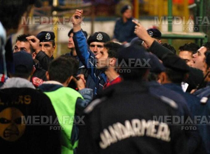 Jandarmii vor incerca sa previna conflictele intre suporteri