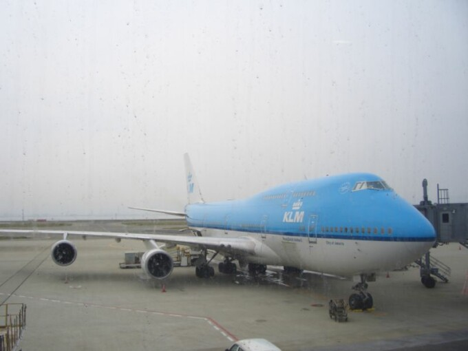 Doi teroristi arestati pe un aeroport din Koln