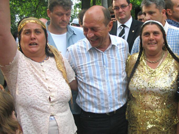 Traian Basescu, romi