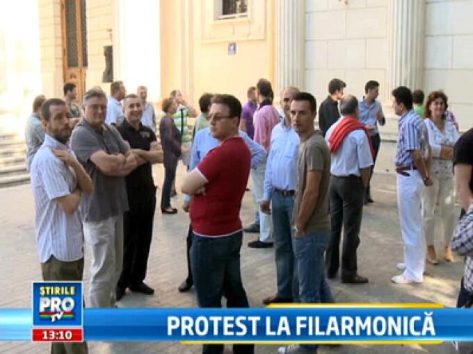Proteste la Filarmonica