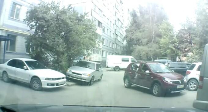 parcare Sandero