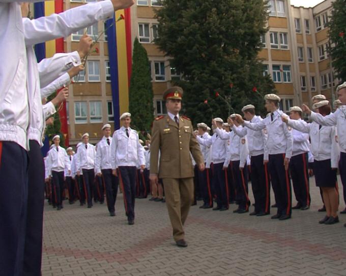 Peste 400 de elevi au inceput astazi cursurile Colegiului Militar din Alba Iulia