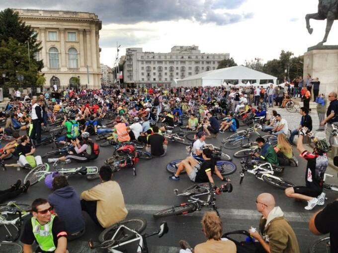 biciclisti piata revolutiei